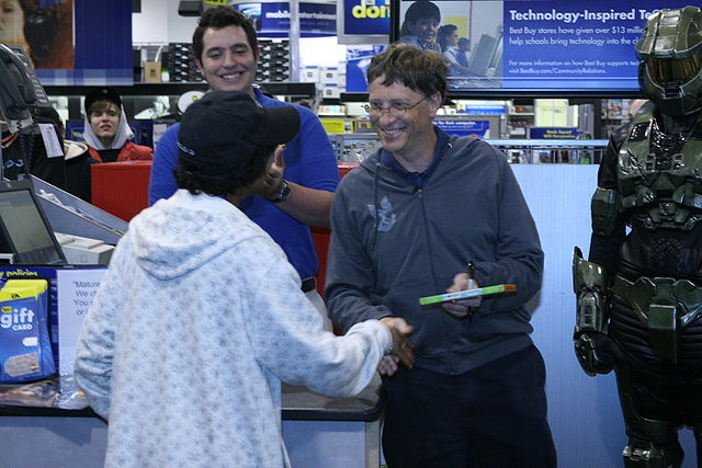 Bill_Gates_Halo_launch_By_Gamerscore_Blog_from_USA__[CC-BY-SA-2.0_(http_creativecommons.org_licenses_by-sa_2.0)]_via_Wikimedia_Common